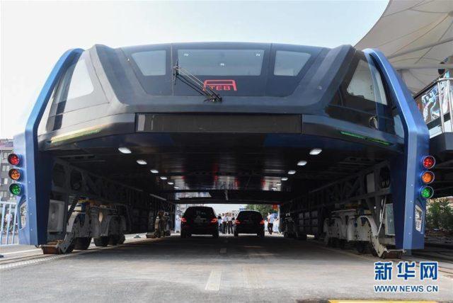 straddling-bus-del futuro