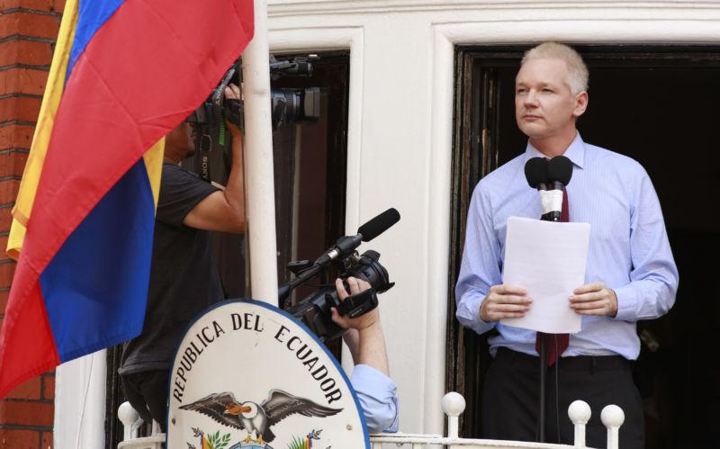 Fabricio Villamar: Julián Assange 'perdió la calidad de asilado'
