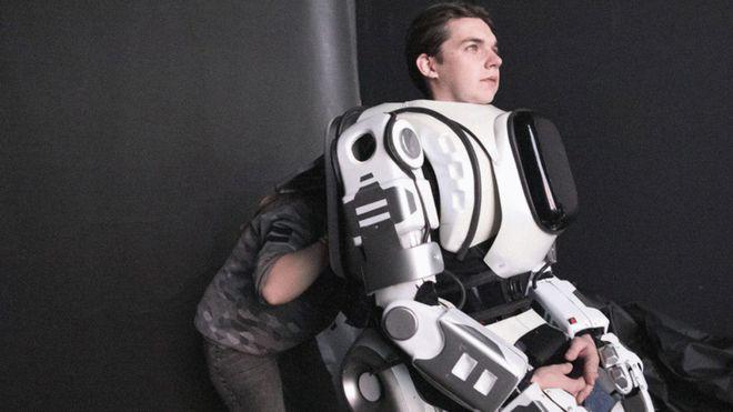 [VIDEO] La historia del robot ruso que resultó ser un hombre disfrazado